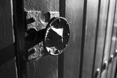 Porte espagnole en noir et blanc Images stock