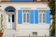 Porte et fenêtre bleues colorées de vintage Images libres de droits