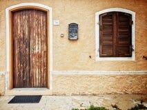 Porte et fenêtre rustiques Photos libres de droits