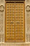 Porte et ornement en bois sur le mur du palais dans le fort de Jaisalmer, Inde Photographie stock