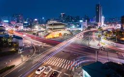 Porte et trafic de Dongdaemun Photos libres de droits
