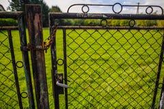Porte fermée avec une chaîne Image stock