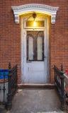 Porte fermée dans Greenpoint, près de Williamsburg à Brooklyn photographie stock libre de droits