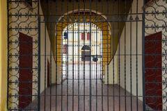 Porte fermée dans Mompox, Colombie images libres de droits