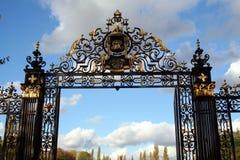 Porte fleurie photos libres de droits