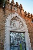 Porte fleurie d'entrée à l'université de Venise Photo stock