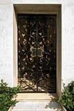 Porte fleurie en métal de fer travaillé Photo libre de droits