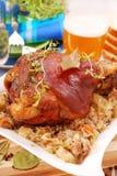 Porte-fusée de porc cuit au four avec de la bière Photographie stock