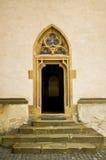 Porte gothique avec l'hublot rose ornemental Images libres de droits