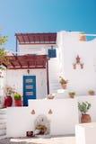 Porte grecque traditionnelle sur l'île de Mykonos image stock