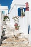 Porte grecque traditionnelle sur l'île de Mykonos photos stock