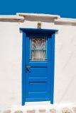 Porte grecque traditionnelle sur l'île de Mykonos photographie stock