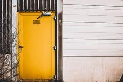 Porte jaune Photographie stock