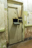 Porte KGB de cellules de prison construisant Riga Photographie stock