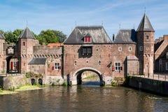Porte Koppelpoort de ville à Amersfoort, Pays-Bas Photographie stock
