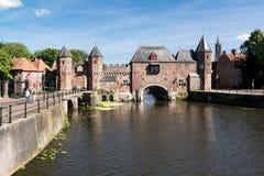 Porte Koppelpoort de ville à Amersfoort, Pays-Bas Photos stock