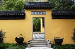 Porte latérale de temple Photos stock