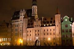 Porte médiévale célèbre du ` s de St Mary dans la ville historique la nuit danzig poland image libre de droits