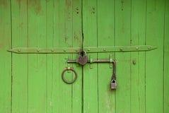 Porte médiévale peinte en vert photo libre de droits