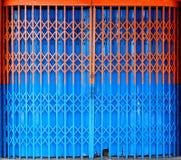 Porte métallique de pliage escamotable bicolore images libres de droits