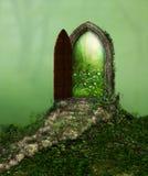 Porte magique d'imagination image libre de droits