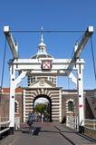Porte Morspoort de ville antique et pont-levis à Leyde Photographie stock