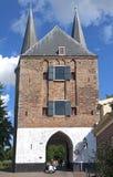 Porte Nobelpoort de ville antique et trafic dans Zierikzee Photos stock