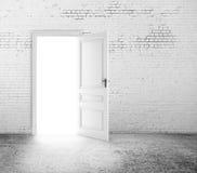 Porte ouverte dans la chambre Photo libre de droits