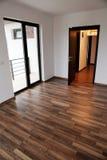 Porte ouverte dans une nouvelle maison Image libre de droits
