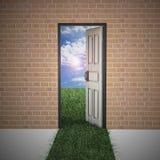 Porte ouverte de mur de briques à la durée neuve. Photographie stock libre de droits