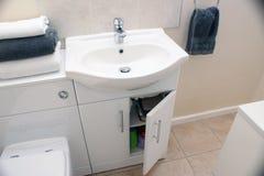 Porte ouverte de salle de toilette Photographie stock libre de droits