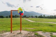 Porte ouverte et ballon Photographie stock