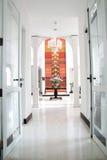 Porte ouverte et passage couvert Image libre de droits
