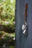 Porte ouverte sur un jardin Royalty Free Stock Photo