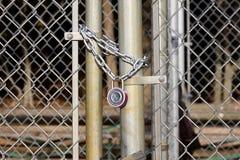 Porte Padlocked Images libres de droits