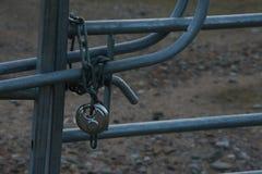 Porte Padlocked Images stock