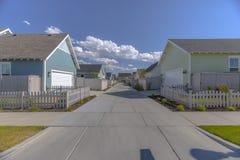 Porte posteriori del garage delle case suburbane nell'Utah Fotografia Stock