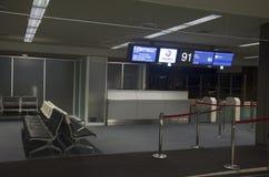 Porte pour l'avion d'attente de passager à intérieur et à l'intérieur de Narit Photo stock