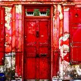 Porte rouge battue Photographie stock libre de droits