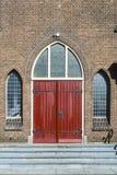 Porte rouge d'Antoniuskerk, Dordrecht, Pays-Bas photo libre de droits
