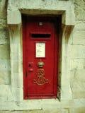 Porte rouge dans le château de windsor, Angleterre Photo stock