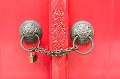 Porte rouge verrouillée Photos libres de droits