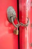 Porte rouge verrouillée Image stock