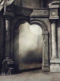 Porte ruinée dans la forêt Images libres de droits