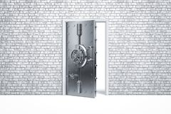 Porte sûre de sécurité à la maison sur le mur de briques photographie stock libre de droits