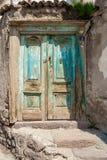Porte sur la rue turque pavée en cailloutis Photo libre de droits