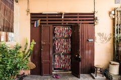 Porte thaïlandaise de maison de style en Thaïlande Photographie stock libre de droits