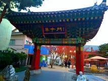 Porte traditionnelle dedans pour t de musuem médical Daegu Photos stock