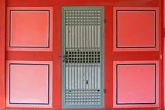 Porte traditionnelle en bois d'architecture de la Corée Image libre de droits