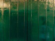 Porte verdi Struttura di legno Vecchia pittura misera e irradiata Immagine Stock